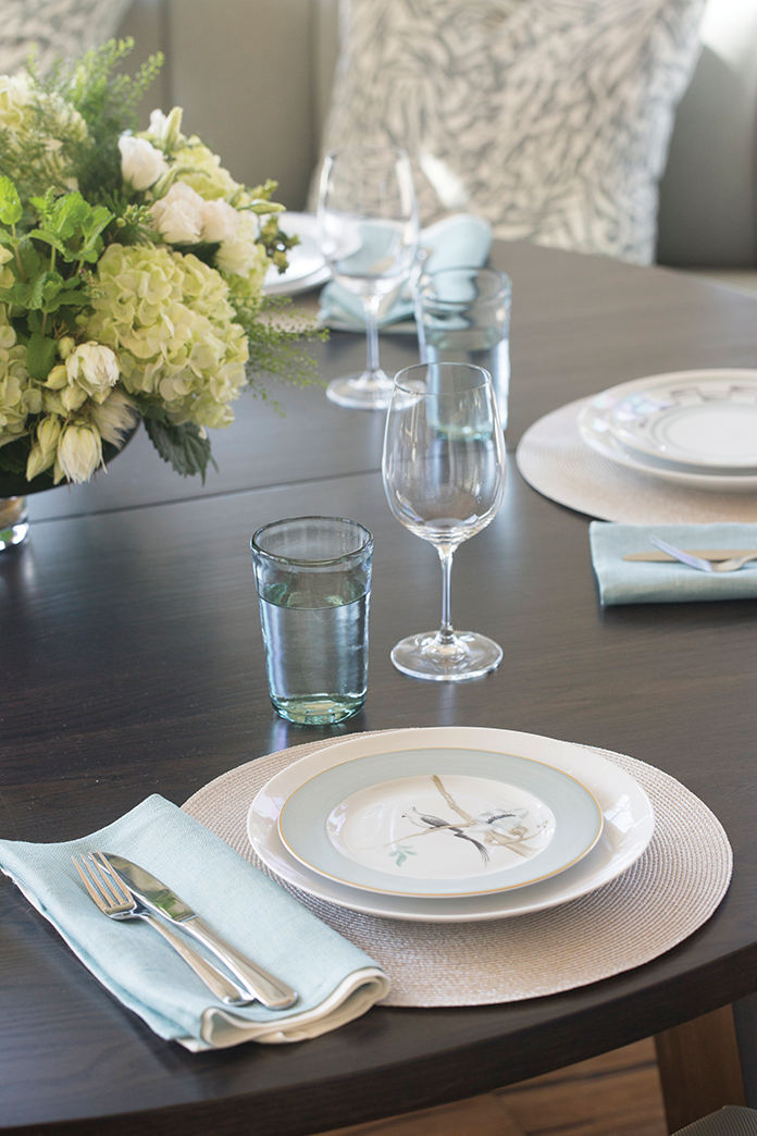 Elegant place settings from Hoaglands of Greenwich